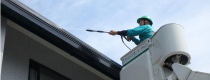 太陽光パネルを高所作業車を使った目視点検