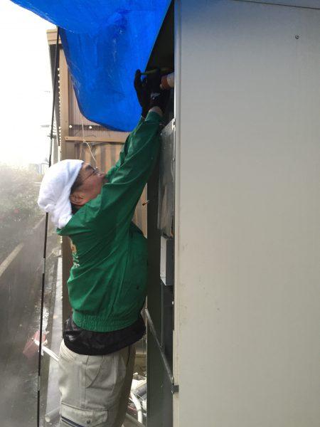 エコキュート工事雨の中